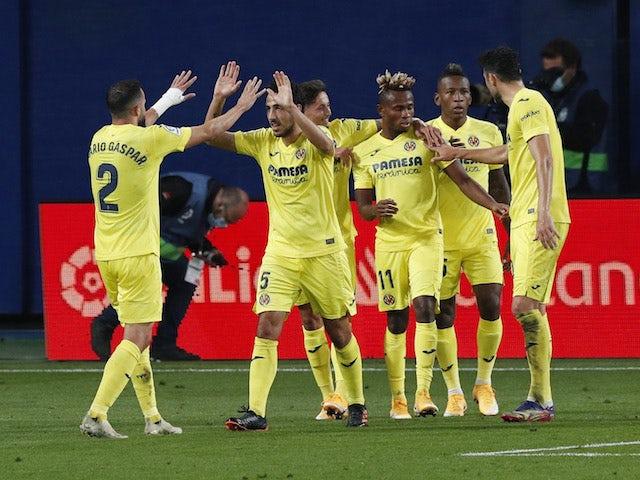 Gerard Moreno aus Villarreal feiert am 21. November 2020 mit seinen Teamkollegen sein erstes Tor gegen Real Madrid