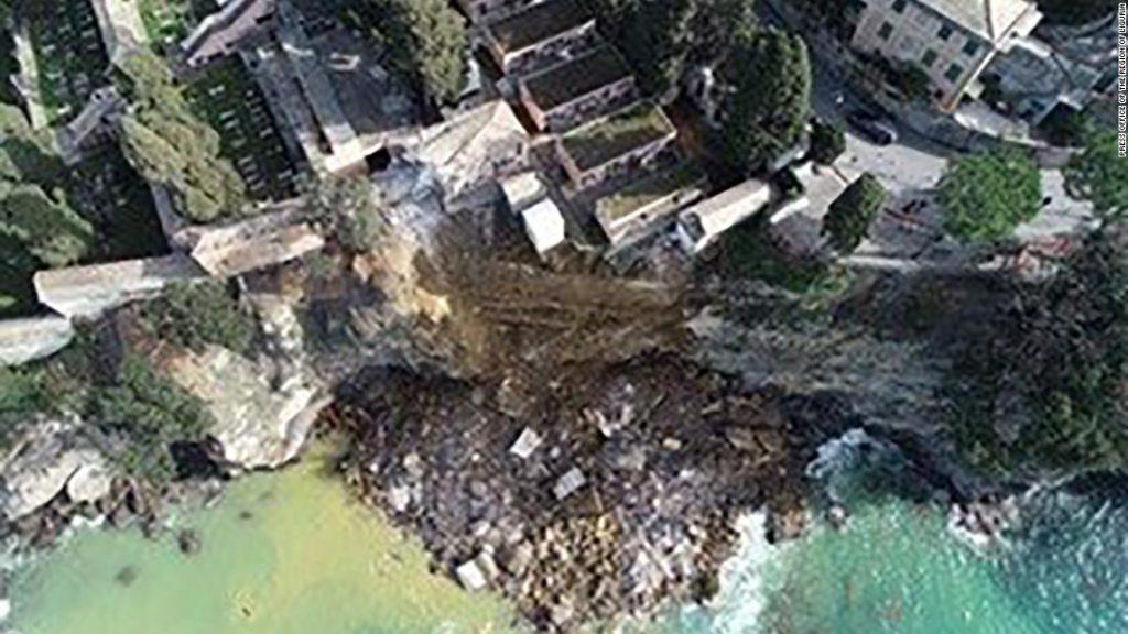Der italienische Friedhof von Camogli stürzt ein und Hunderte von Särgen fallen ins Meer
