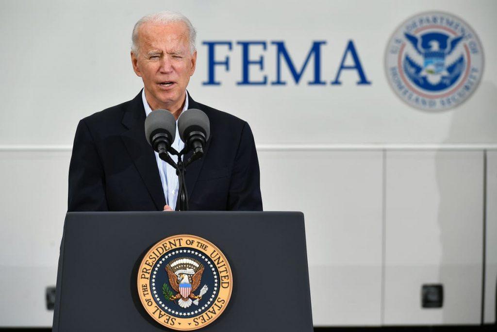 """Biden sagt, dass die USA """"Wochen vor dem Zeitplan"""" sind und als erstes Land 100 Millionen Impfungen erhalten werden"""