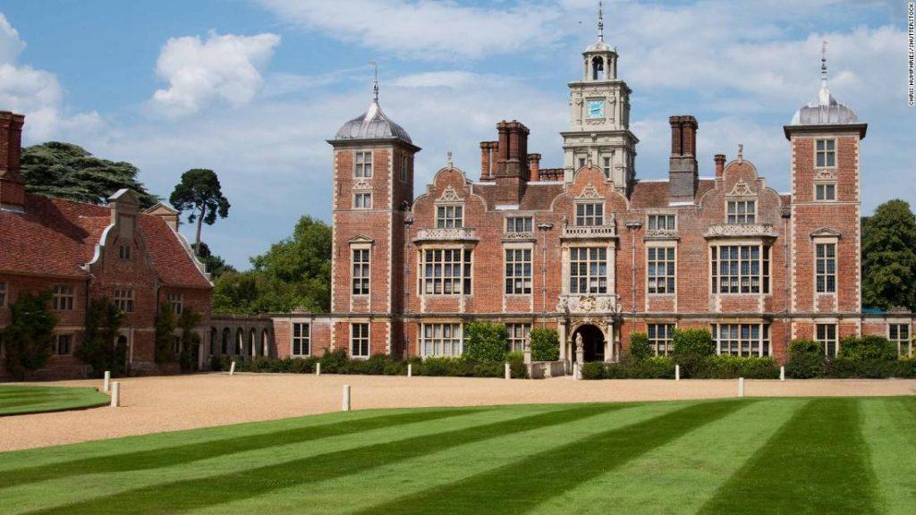 Blickling Hall: Eine Wespenarmee, die eingesetzt wird, um Motten in einem britischen Herrenhaus zu bekämpfen