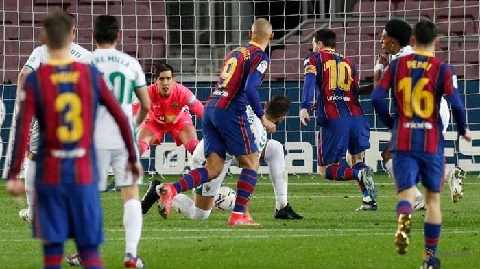 Double Messi hilft Barca, Elche zu sehen