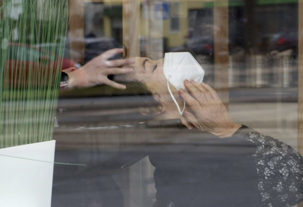 Österreich warnt vor Reisen nach Tirol, lindert Viren