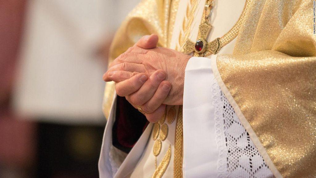Französische katholische Geistliche haben seit 1950 mindestens 10.000 Menschen misshandelt, sagen Ermittler