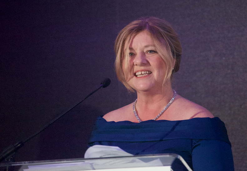 Jackie Waring, in Frauen investieren