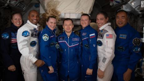 Der NASA-Astronaut wirft die Abschaltung umsonst - nicht einmal wegen einer Pandemie.  So haben sie es gemacht