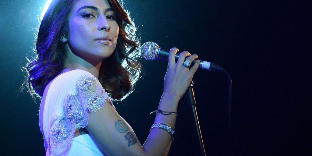 Die pakistanische Sängerin wird strafrechtlich verfolgt, weil sie Popstar beschuldigt hat, sie manipuliert zu haben
