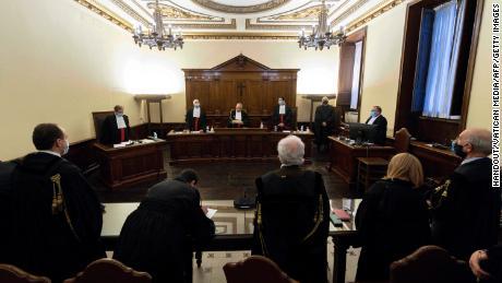 Ehemaliger Bankchef des Vatikans wegen Geldwäsche verurteilt und zu fast 9 Jahren Gefängnis verurteilt