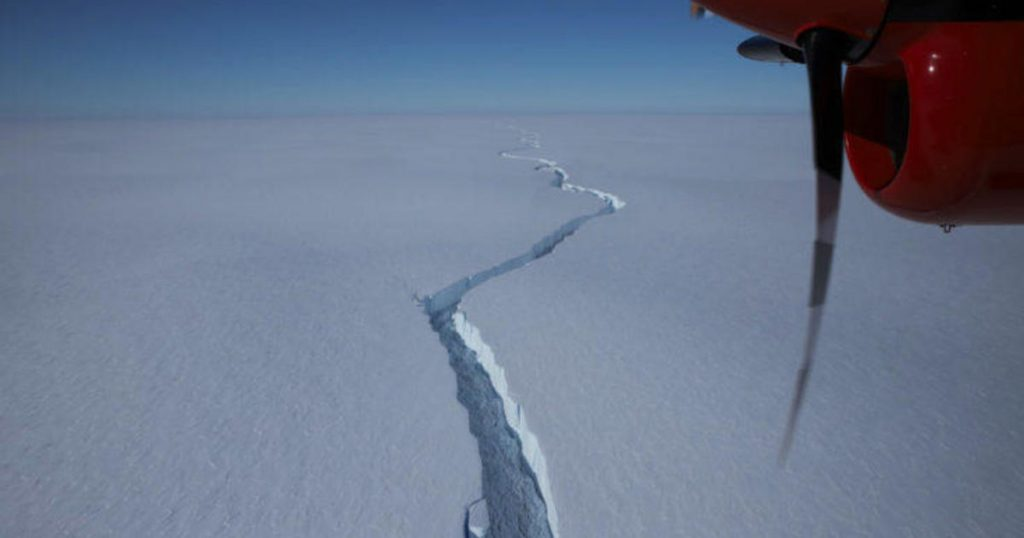 In der Antarktis bricht ein Eisberg aus, der größer als New York ist