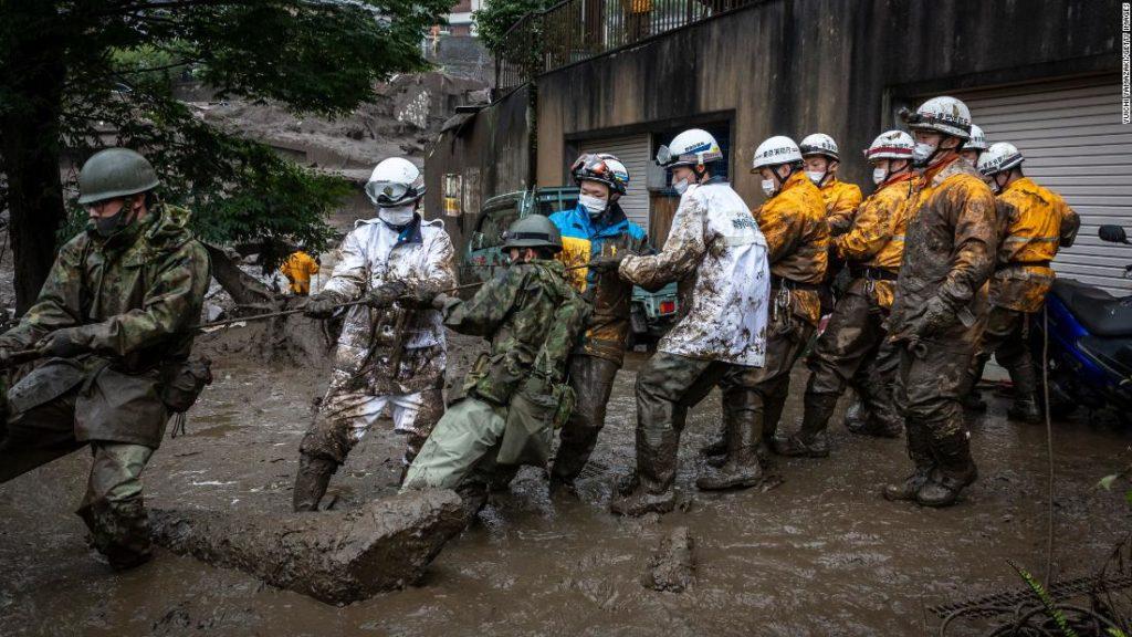 Schlammlawine in Japan: Atami-Retter suchen nach 80 Vermissten