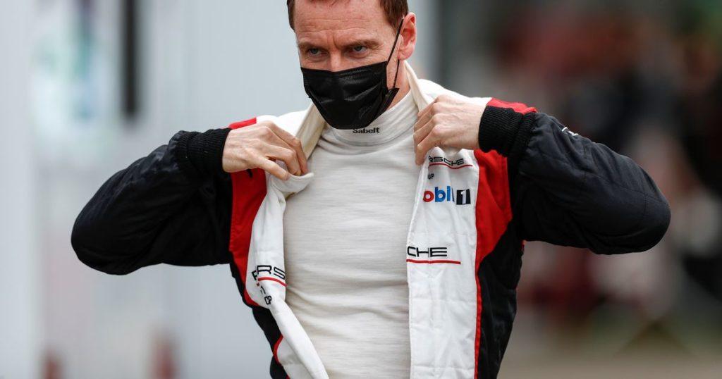 Michael Fassbender begeistert die Fans mit seinem Auftritt im Porsche Supercup