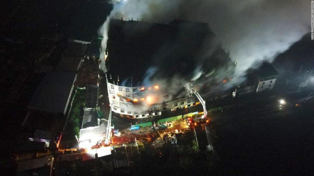 Feuer in Fruchtsaftfabrik in Bangladesch tötet 52