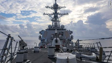 Der Lenkwaffenzerstörer USS Benfold überquert am Montag, 12. Juli, das Südchinesische Meer.