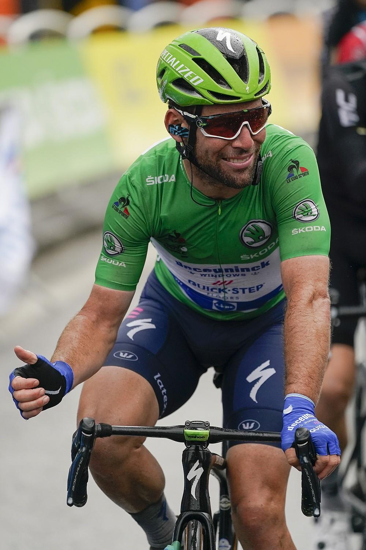 Der Brite Mark Cavendish, der das grüne Trikot des besten Sprinters trägt, freut sich, die sechzehnte Etappe der Tour de France mit dem Rad über 169 Kilometer (105 Meilen) von Pas de la Casa bis zum Ziel in Saint Gaudens, Frankreich, pünktlich zu beenden. Dienstag, 13. Juli 2021 (AP Photo / Daniel Cole)