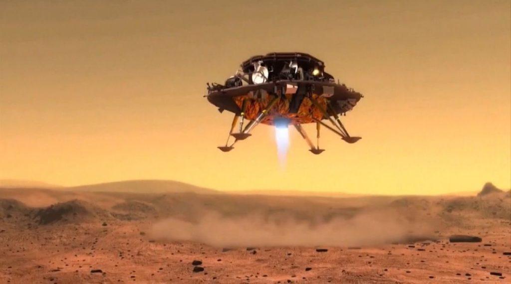 Zhurong, der chinesische Rover auf dem Mars, lässt die Erde einen Blick auf seinen Fallschirm und die Heckhülle werfen