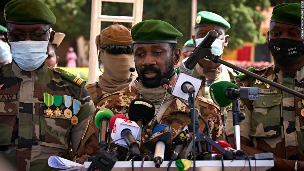 Mali: Interimspräsident Ziel eines Messerangriffs während des Eid-Gebets
