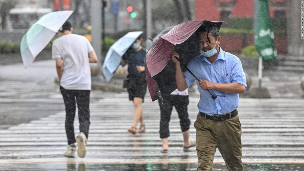 Ostchina bereitet sich nach der zentralen Überschwemmung auf Taifun In-fa vor