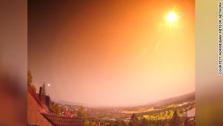 Meteor erleuchtet die Nacht in Norwegen