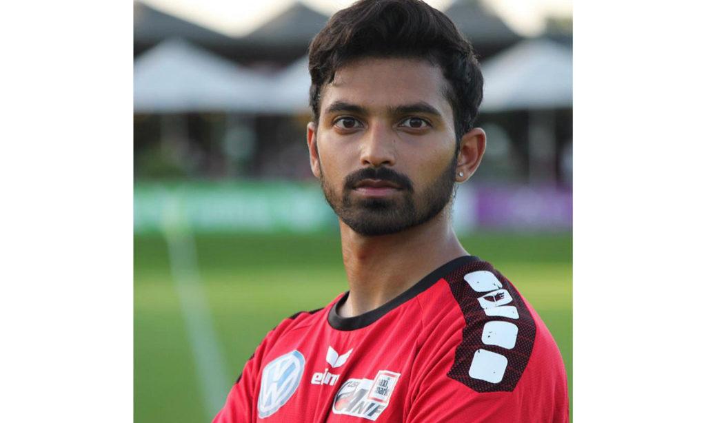 Der junge indische Fußballer Vedaant Nag unterschreibt beim österreichischen USK-Klub Maximarkt Anif