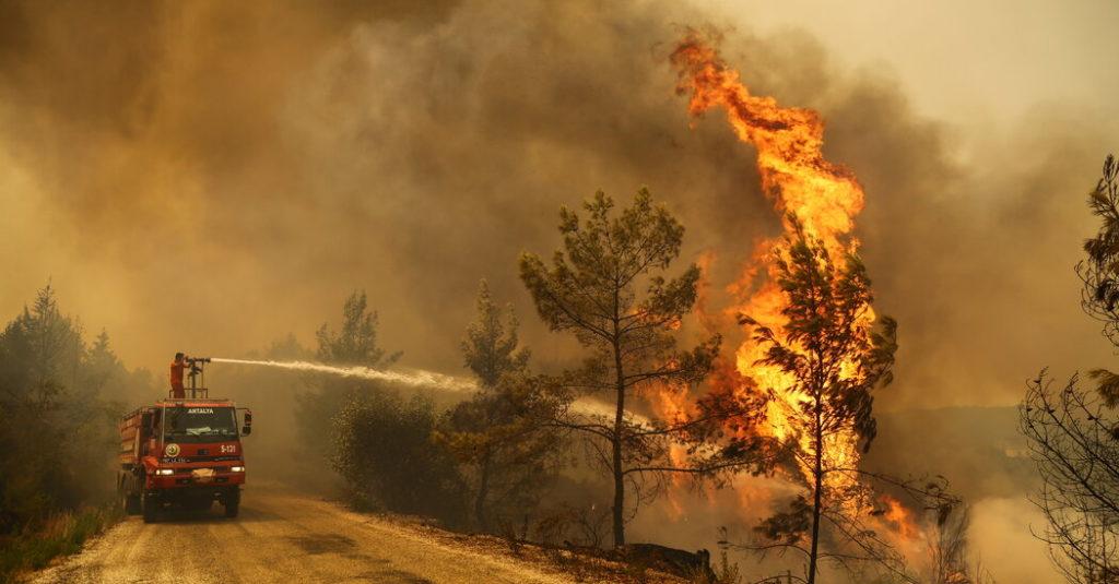 Die Türkei ist die nächste, während die Mittelmeerländer von Waldbränden heimgesucht werden