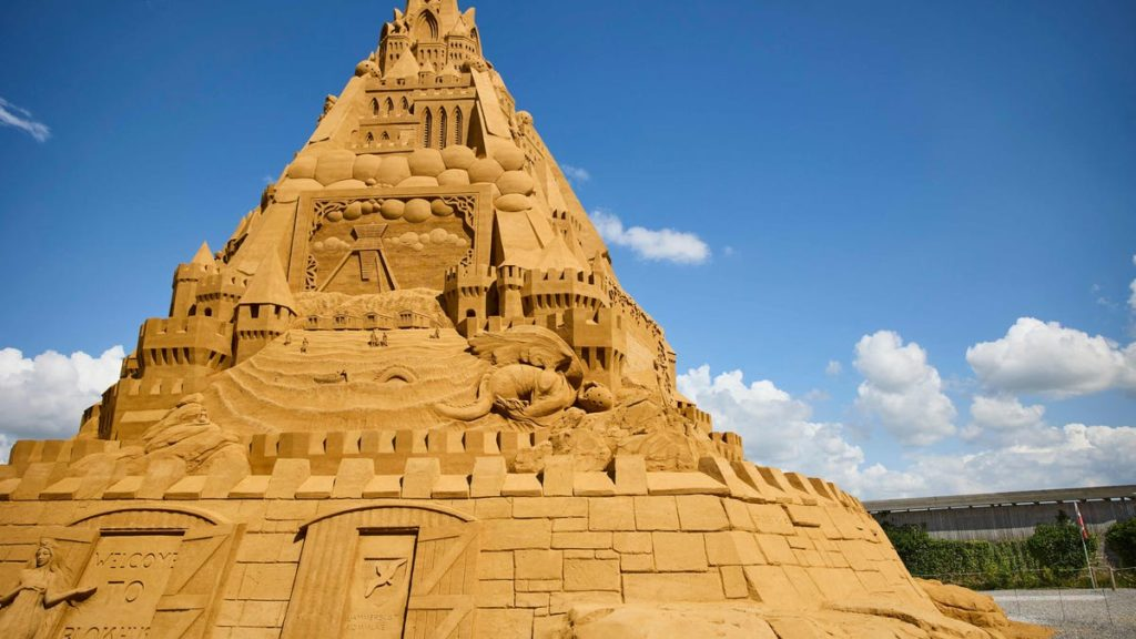 Die größte Sandburg der Welt, gebaut in Dänemark mit 5.000 Tonnen Sand