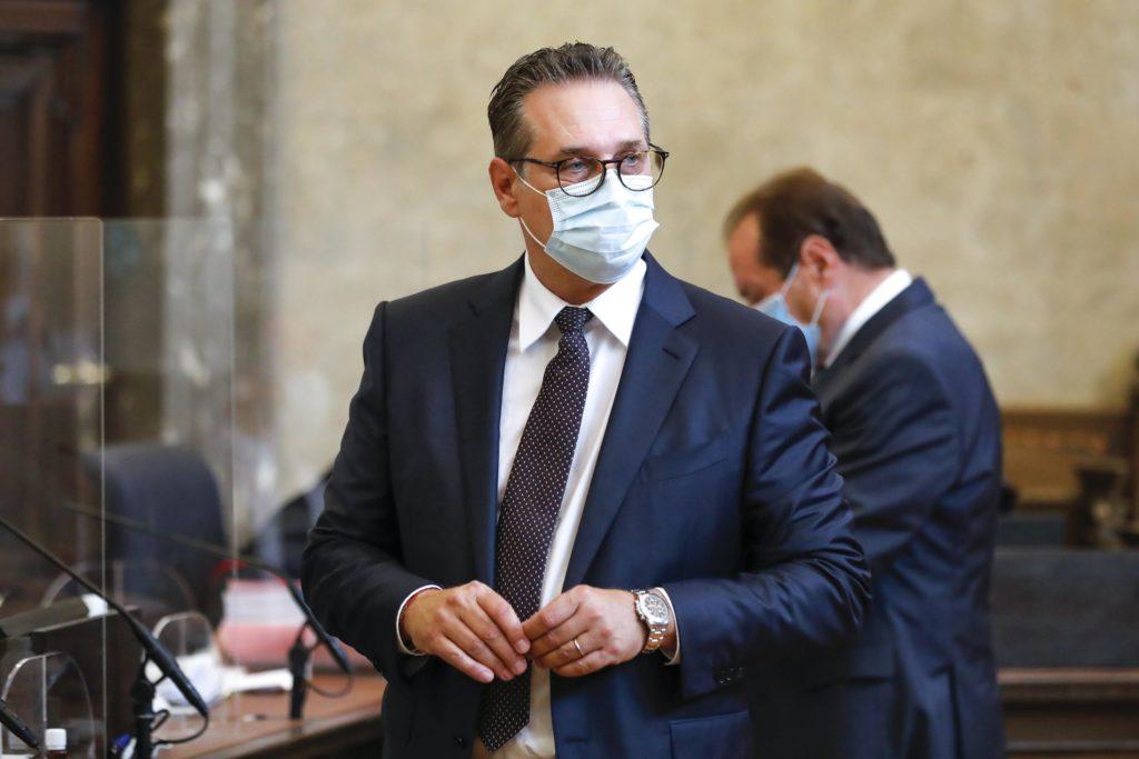 Ehemaliger österreichischer Vizekanzler wegen Korruption angeklagt