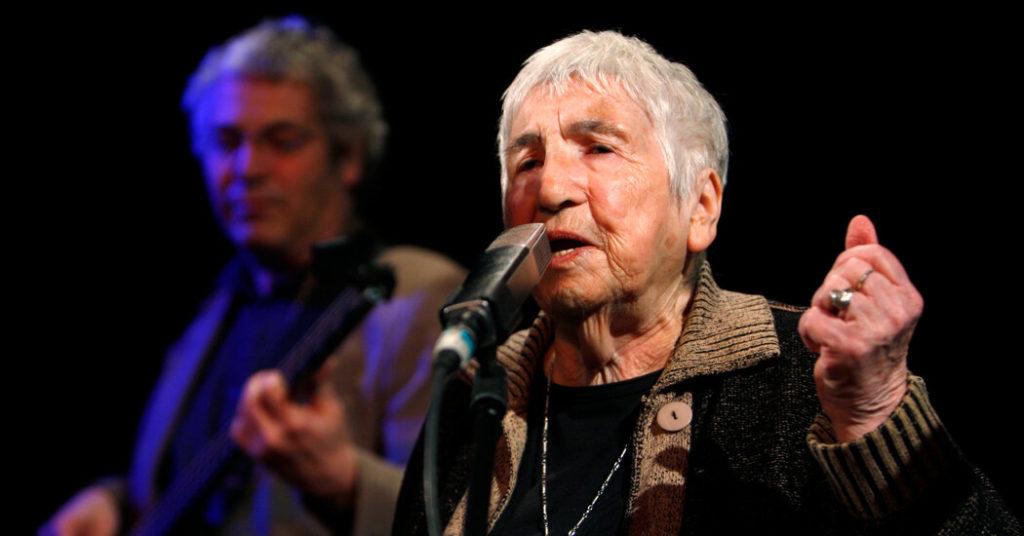 Esther Bejarano, 96, stirbt;  Auschwitz-Überlebender bekämpfte Hass mit Hip-Hop