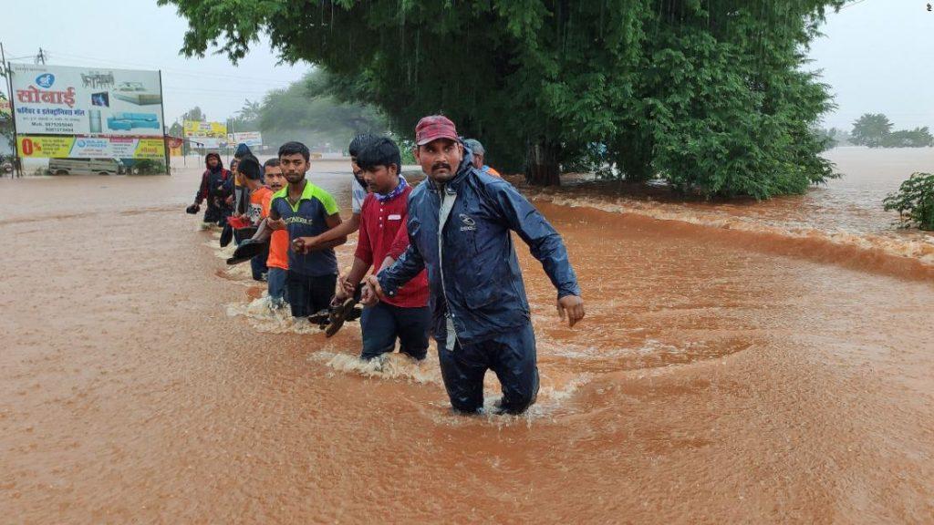 Mindestens 180 Tote in Indien als Regenfälle Überschwemmungen und Erdrutsche auslösen