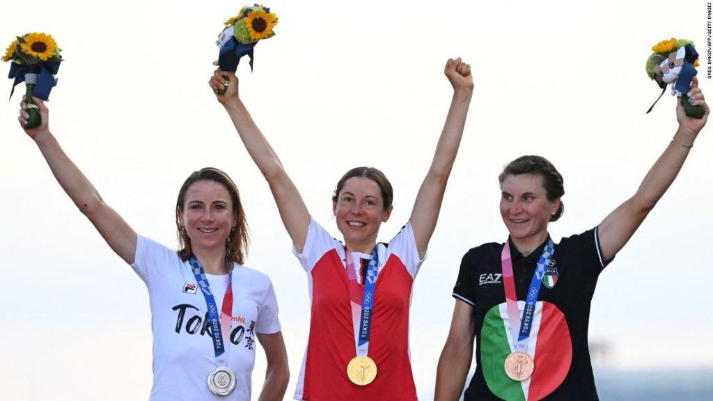 Annemiek van Vleuten überquerte die Ziellinie und dachte, sie hätte Gold im Radsport gewonnen.  Sie hatte nicht