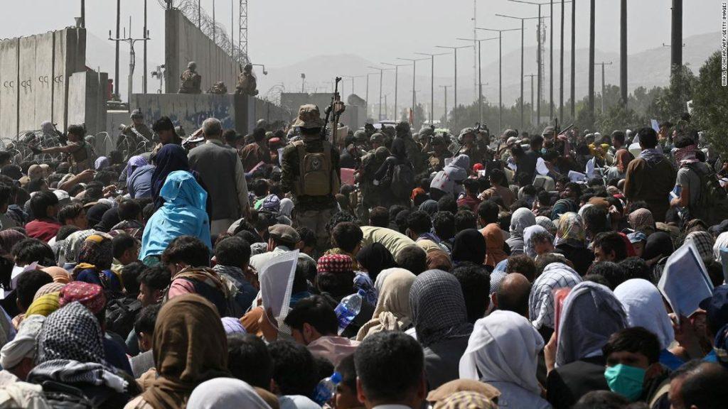 Biden-Regierung könnte US-Fluggesellschaften zwingen, beim Transport afghanischer Evakuierter zu helfen