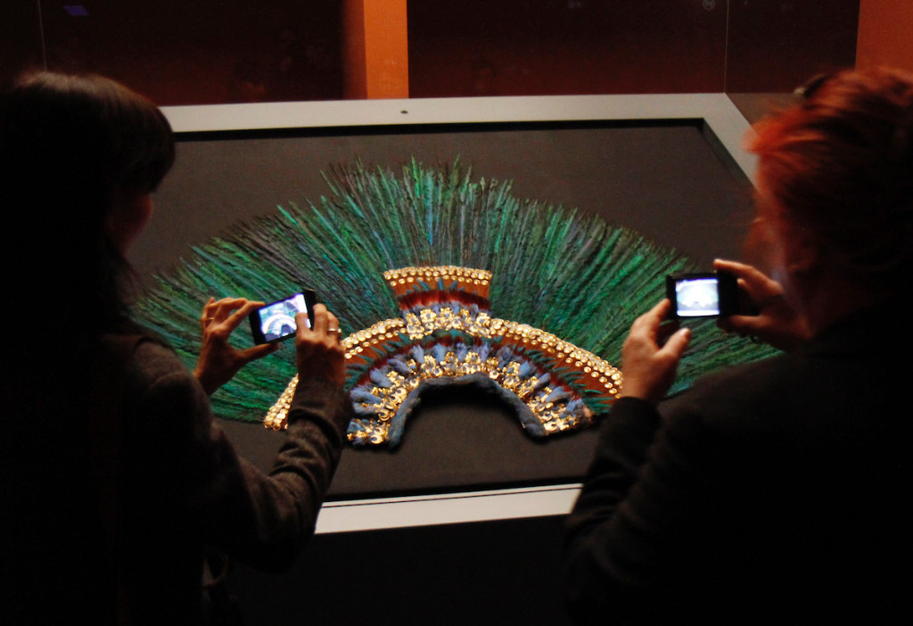 Österreichisches Museum verleiht Mexiko keinen berühmten Kopfschmuck - ARTnews.com