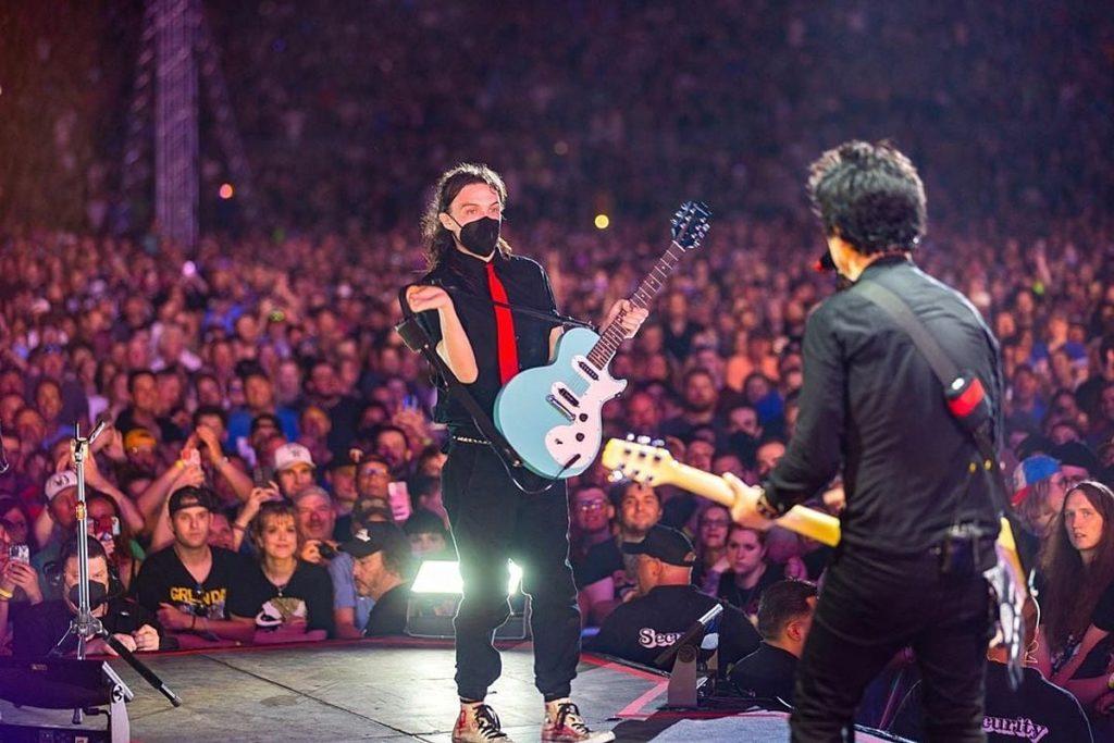 ND-Gitarrist tritt live mit Green Day in Minneapolis auf