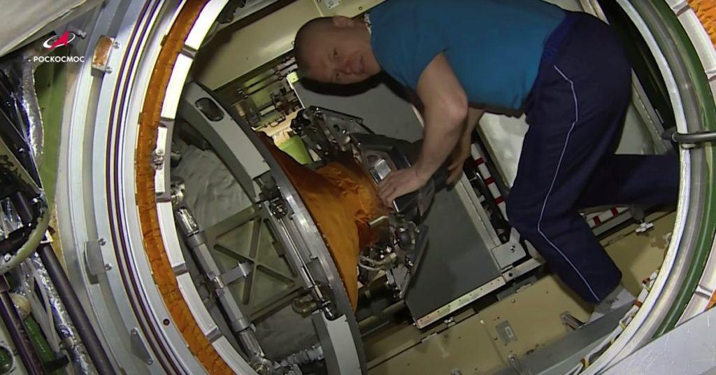 Russische Kosmonauten geben eine Videotour durch das Modul, das die Raumstation erschütterte