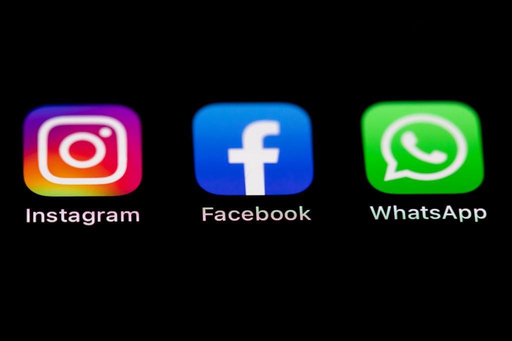 Logos von Instagram, Facebook und WhatsApp auf einem Smartphone-Bildschirm