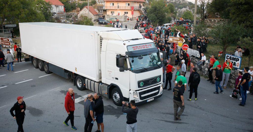 Demonstranten blockieren Straßen, um die Inthronisierung von Montenegros höchstem Kleriker zu verhindern
