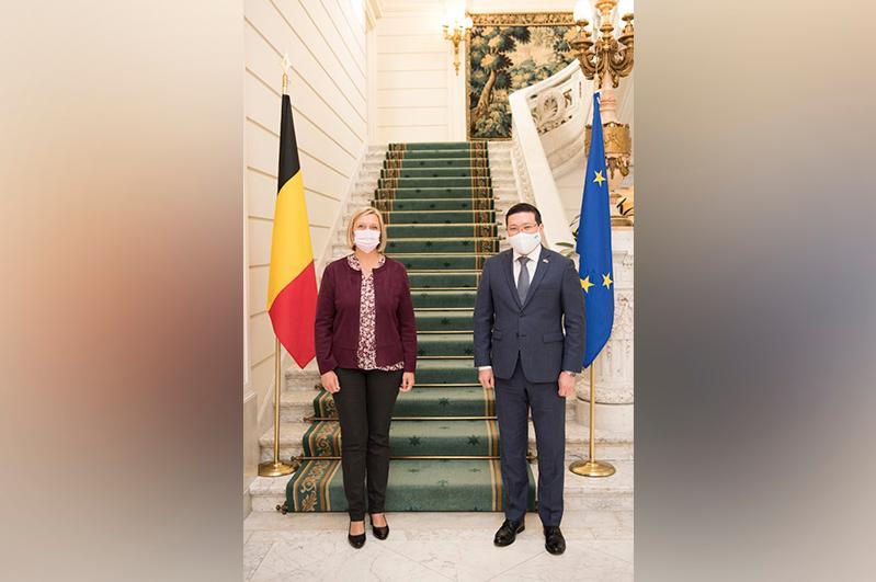 Der kasachische Botschafter erörtert die Entwicklung des interparlamentarischen Dialogs mit Belgien