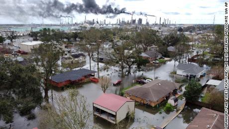Hurrikane, Waldbrände und Dürre: Die USA müssen Klimakatastrophen an mehreren Fronten bekämpfen
