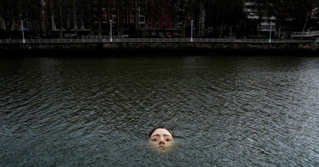 Die Statue eines ertrinkenden Mädchens sorgt in Bilbao . für Aufsehen
