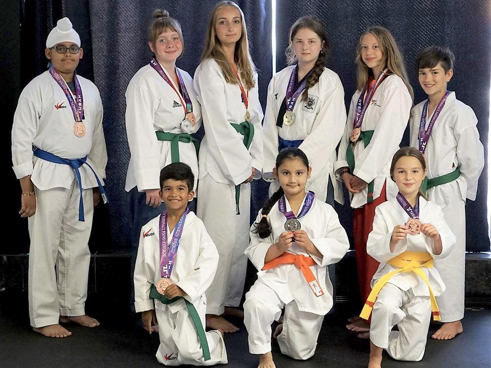 Sarnia Taekwondo-Studentenmedaille bei internationalen Online-Turnieren