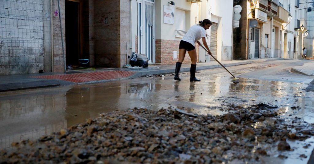 Sturm trifft Spanien, überschwemmt Städte, unterbricht Strom- und Bahnverbindungen