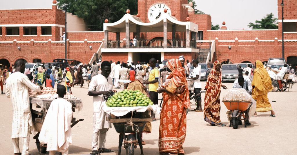 Tausende von Boko Haram-Mitgliedern ergaben sich.  Sie sind nebenan eingezogen.