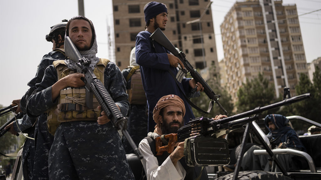 Trey Yingst entdeckt, wie US-Militärausrüstung den afghanischen Taliban dient