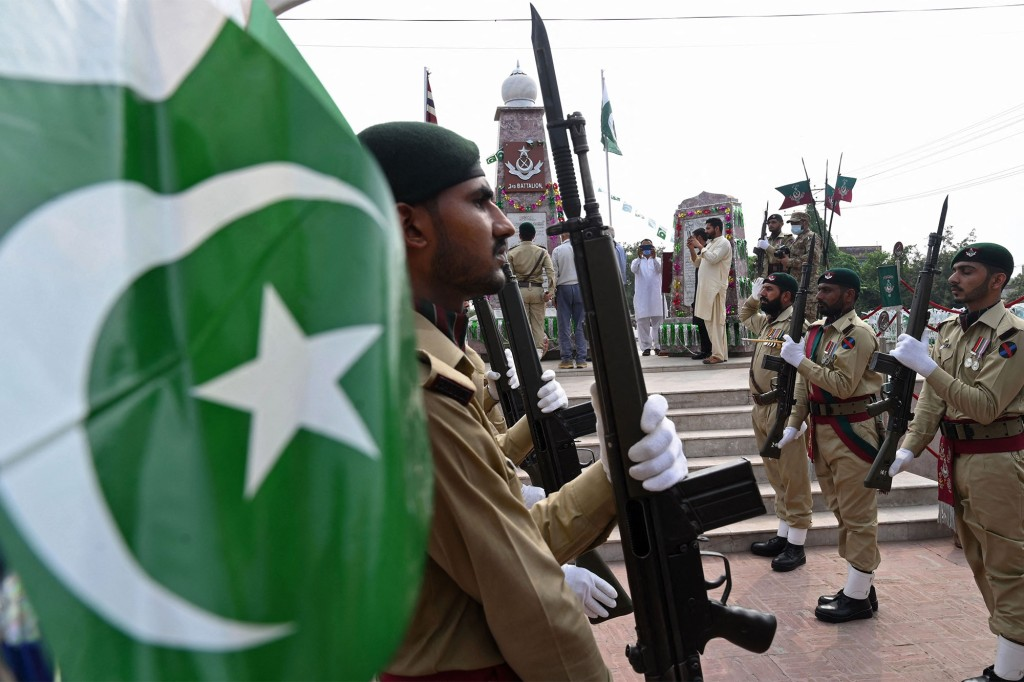 Andere amerikanische Gegner, darunter Länder wie Pakistan, haben ebenfalls ihre Fähigkeiten erhöht, CIA-Quellen in Doppelagenten zu verwandeln.