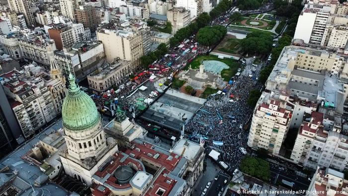 Luftaufnahme von Buenos Aires, Gebäuden, Straßen, Park