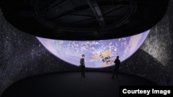 Das Virtual Reality Universe Project (VIRUP), erstellt von einem Team der Eidgenössischen Technischen Hochschule (EPFL) in Lausanne, Schweiz, repräsentiert eine detaillierte VR-Karte des Universums.  Neben der Möglichkeit, das virtuelle Universum dank VR-Ausrüstung zu sehen.