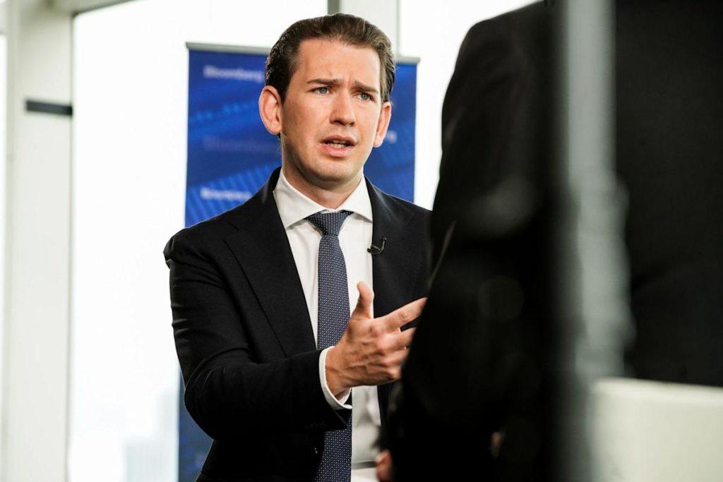 Österreichische Regierung in Gefahr, da Kurz Ermittlungen wegen Bestechungsgeldern verschlingen