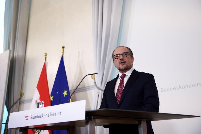Österreichs neuer Staatschef verteidigt Kurz, da die Opposition ihn Kurz-Marionette nennt