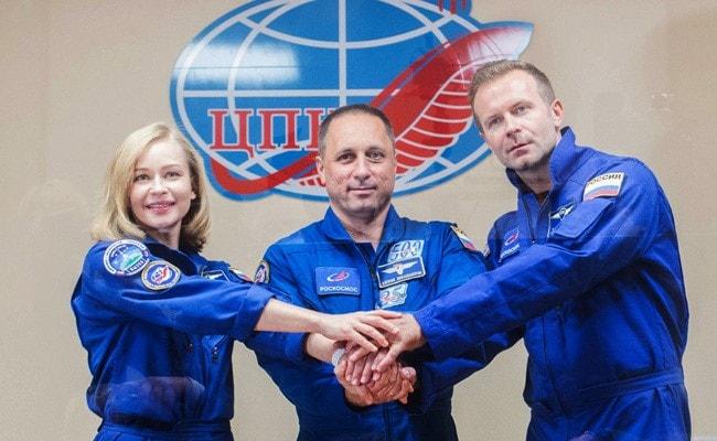 Russische Crew landet auf der Erde, nachdem sie den ersten Weltraumfilm gedreht hat